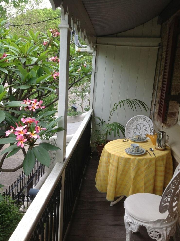 bedroom-balcony-photo